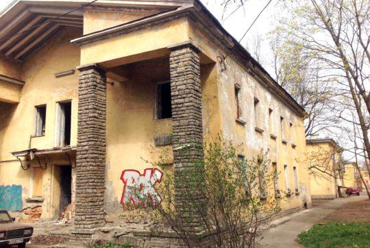Демонтаж аварийного здания