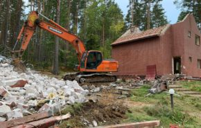Демонтаж зданий на территории базы отдыха филиала АО «Гознак»