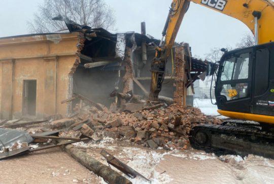 Снос здания в Мурзинке для ГУП «Водоканал»