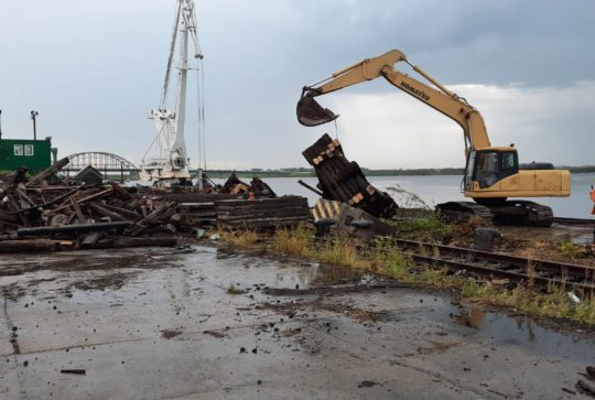 Демонтаж причала в Архангельске